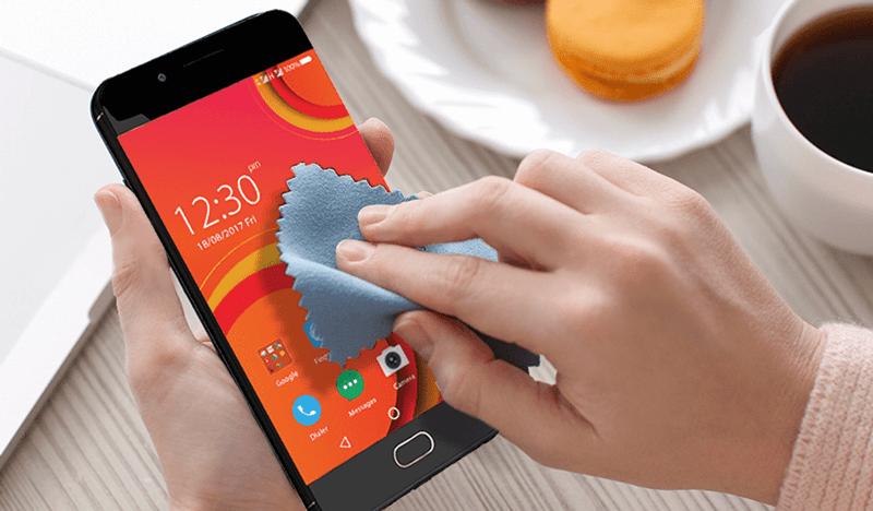 Очистка смартфона от пыли и грязи